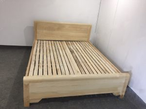Giường ngủ gỗ sồi giá rẻ kích thước 1.8m x 2m, với màu sắc vân sồi tươi sáng và đẹp mắt, tạo sự sang trọng ấm cúng cho không gian phòng ngủ nhưng vẫn dịu nhẹ bắt mắtHóa Đơn: Giá tại kho chưa có VATHỗ trợ giá vận chuyển đường dài và ngoại tỉnh Bảo Hành: 6 tháng Giá chưa bao gồm VAT, vui lòng + 10% nếu có nhu cầu