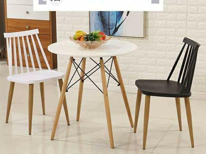 ghế cafe nhựa lưng sọc chân gỗ giá rẻ