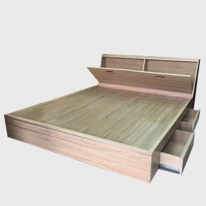 Vớimẫu Giường ngủ ngăn kéo đầu giườngđược thiết kế với kiểu dáng cực kì tiện lợi và cuốn hút, sẽ là sản phẩm khiến bạn và gia đình mình hài lòng nhất, giường ngủ được lấy chất liệugỗ công nghiệp MDF chống ẩmphủ melamin nên mẫugiườnghộc kéocó thể chống cong vênh và mối mọt rất tốt. Thông tin chi tiết Giường ngủ ngăn kéo đầu giường Kích thước:Rộng:160cm x Dài:200cm x Cao:40cm  Chất liệu:gỗ MDF phủ melamine  Màu sắc:Quý khách có thể lựa chọn mã màu theo yêu cầu
