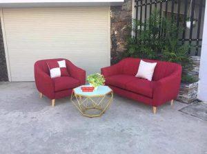 Không gian phòng khách là nơi được rất nhiều gia đình chú ý. Chính vì thế mà tại đây họ thường trưng bày những mẫu nội thất phòng khách mà cụ thể là những mẫu ghế sofa văng đỏ màu sẫm thanh lý Với khung gỗ thịt chắc chắn cùng đệm dày và bọc ngoài là chất liệu nỉ với nhiều màu khác nhau làm những mẫu ghế này hiện đại và chắc chắn hơn. Nó giúp tôn nên vẻ đẹp không gian phòng khách nhà bạn. Đến với nội thất Ami bạn sẽ chọn cho mình những mẫu ghế sofa văng với nhiều màu và các kích thước khác nhau. Ngoài ra, bạn còn có thể chọn cho mình những mẫu nội thất văn phòng và gia đình đẹp như: bàn chân sắt độc lập giá rẻ, ghế chân quỳ lưng da cao giá rẻ,…