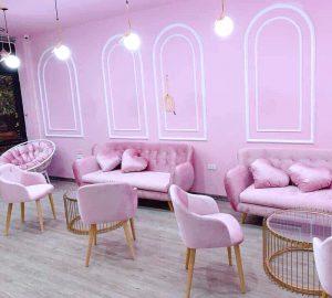 Sofa văng nỉ màu hồng 1m8 là dòng sofa mang phong cách Scandivian hiện đại, được làm từ chất liệu nỉ cao cấp kết hợp khung gỗ tự nhiên đã qua tẩm sấy chống được mối mọt. Với kiểu dáng hiện đại, màu sắc trang nhã, Không chỉ dành để tiếp khách, ghế sofa còn giúp phòng khách của bạn trở nên sang trọng.