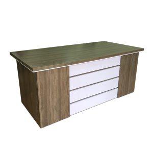 Bàn làm việc quản lý giám đốc 1m6 được làm bằng gỗ công nghiệp MFC. Bàn không có hộc, được thiết kế với chiều cao tiêu chuẩn để có thể